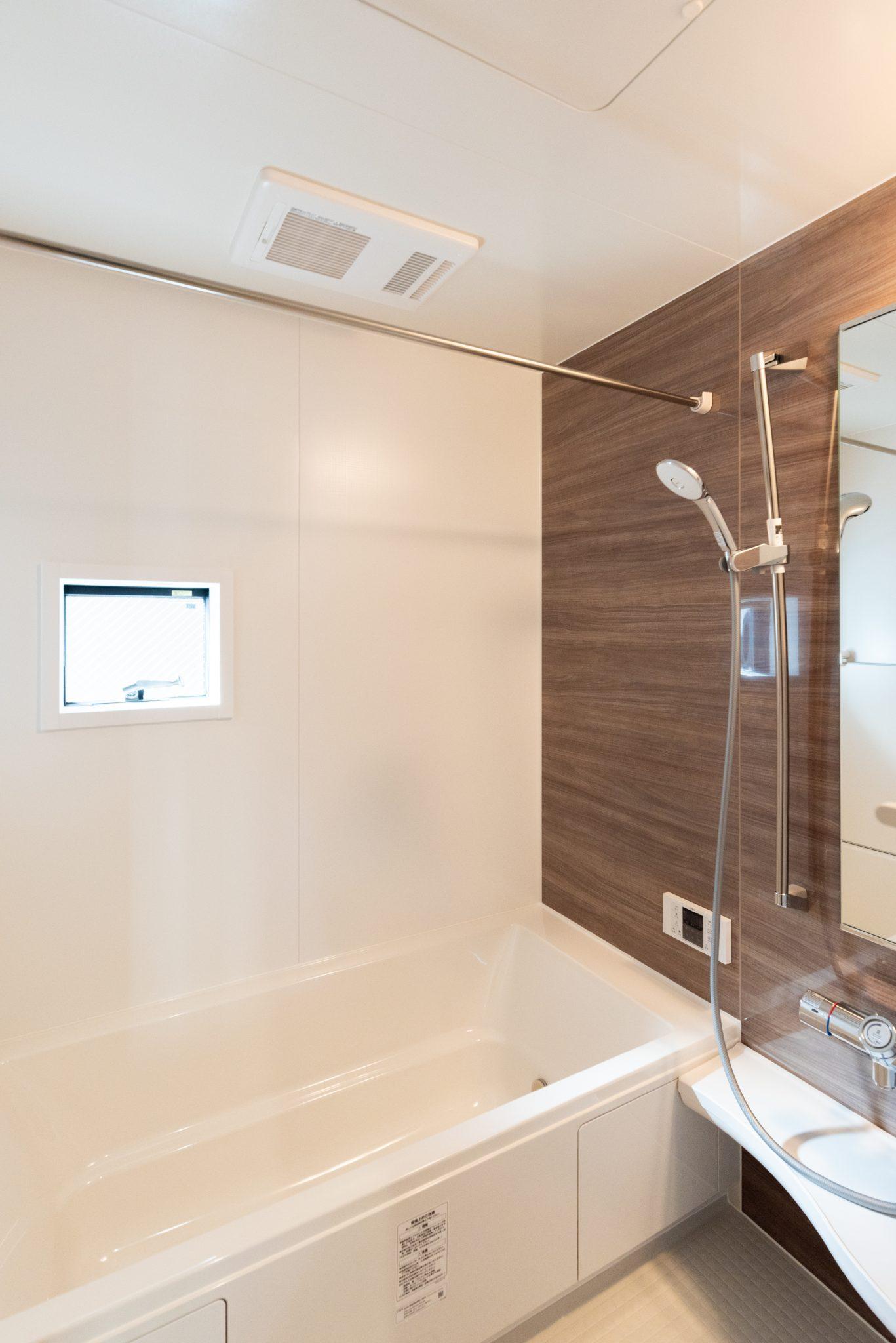 バスルームにはLIXIL社製の「Arise」を使用。