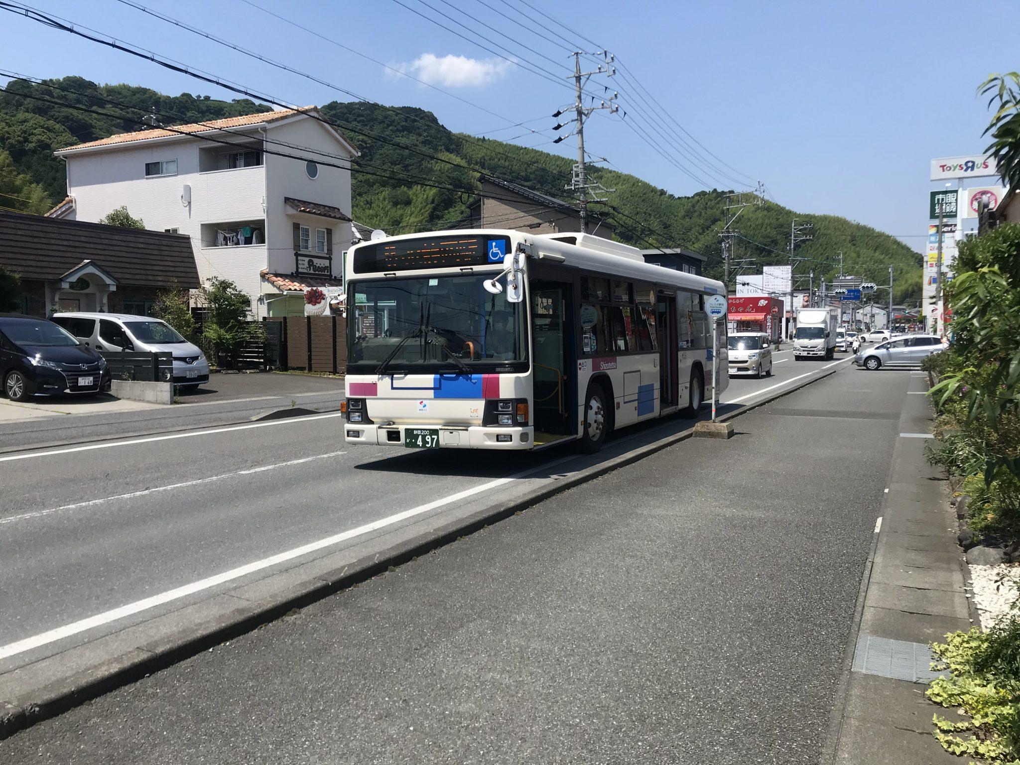 静鉄バス「フレスポ静岡」バス停からは、JR静岡駅・清水駅まで直通の路線があります。